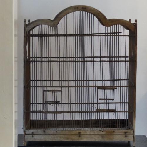 Grande cage à oiseaux grillagée
