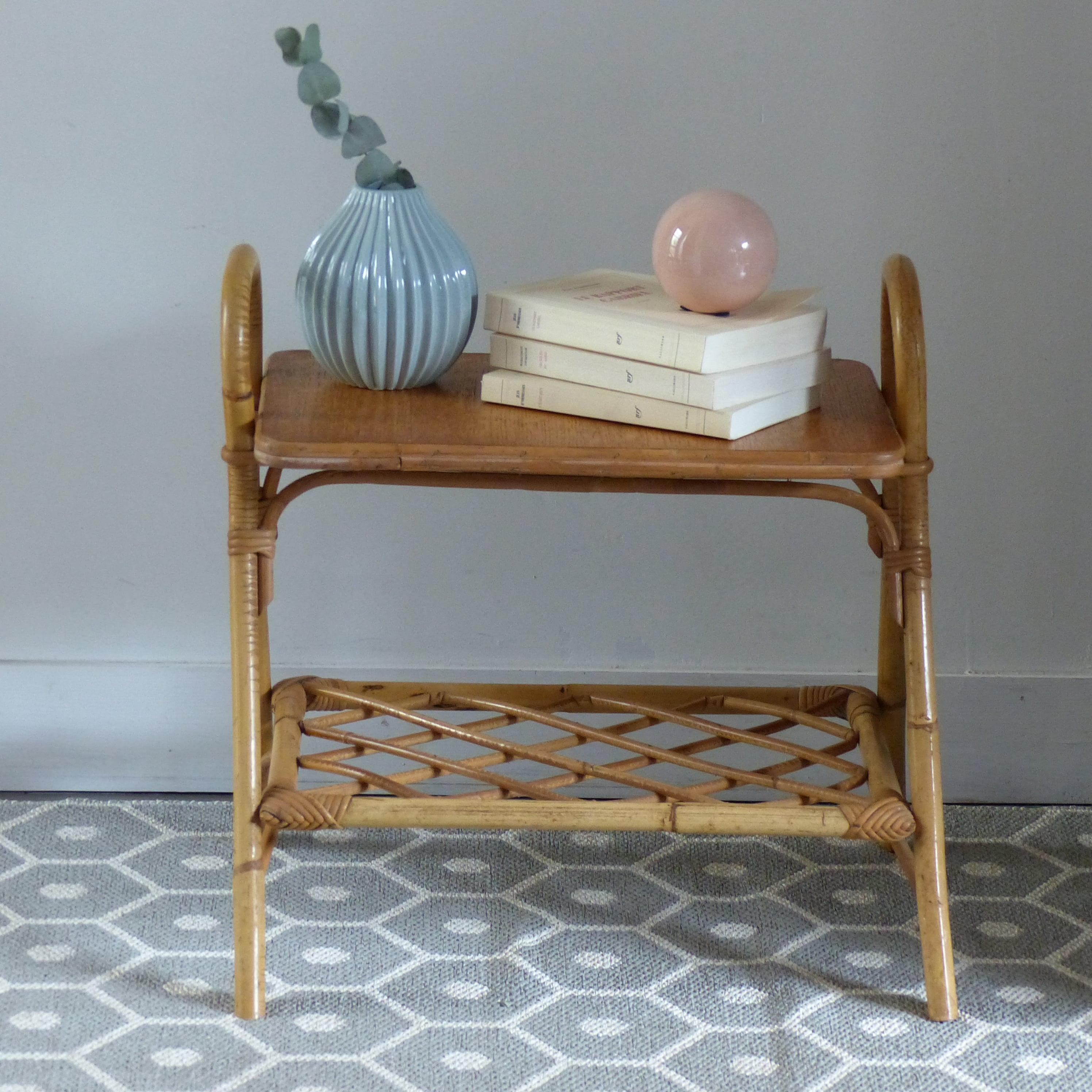 table de chevet vintage en rotin lignedebrocante brocante en ligne chine pour vous meubles. Black Bedroom Furniture Sets. Home Design Ideas