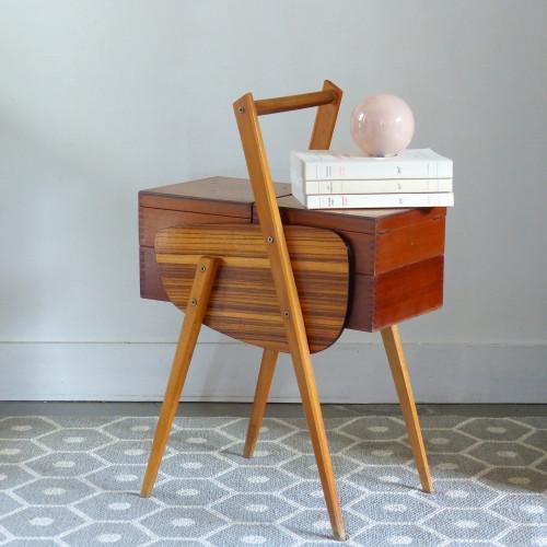 Petite travailleuse vintage en bois et formica
