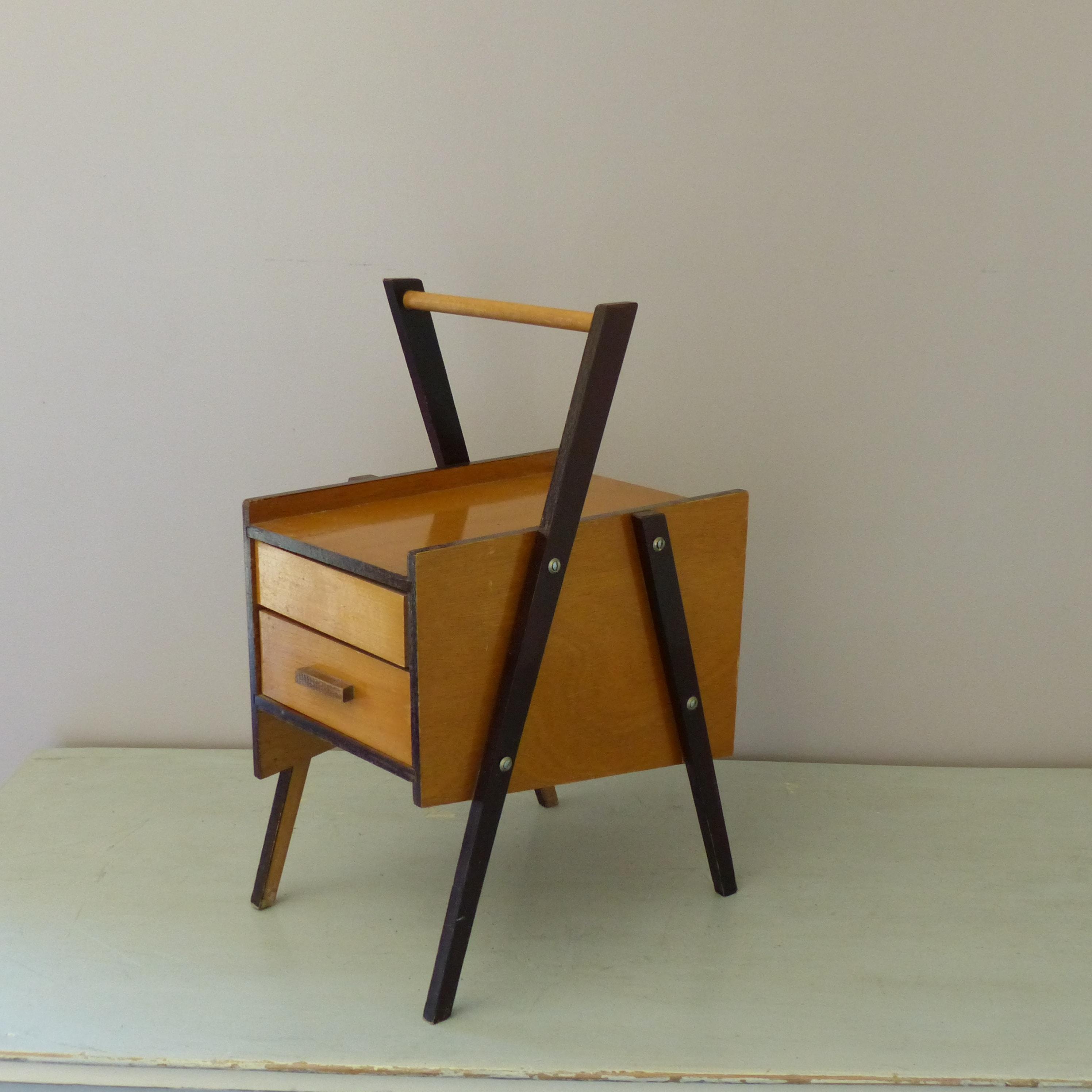 petite travailleuse vintage lignedebrocante brocante en ligne chine pour vous meubles. Black Bedroom Furniture Sets. Home Design Ideas