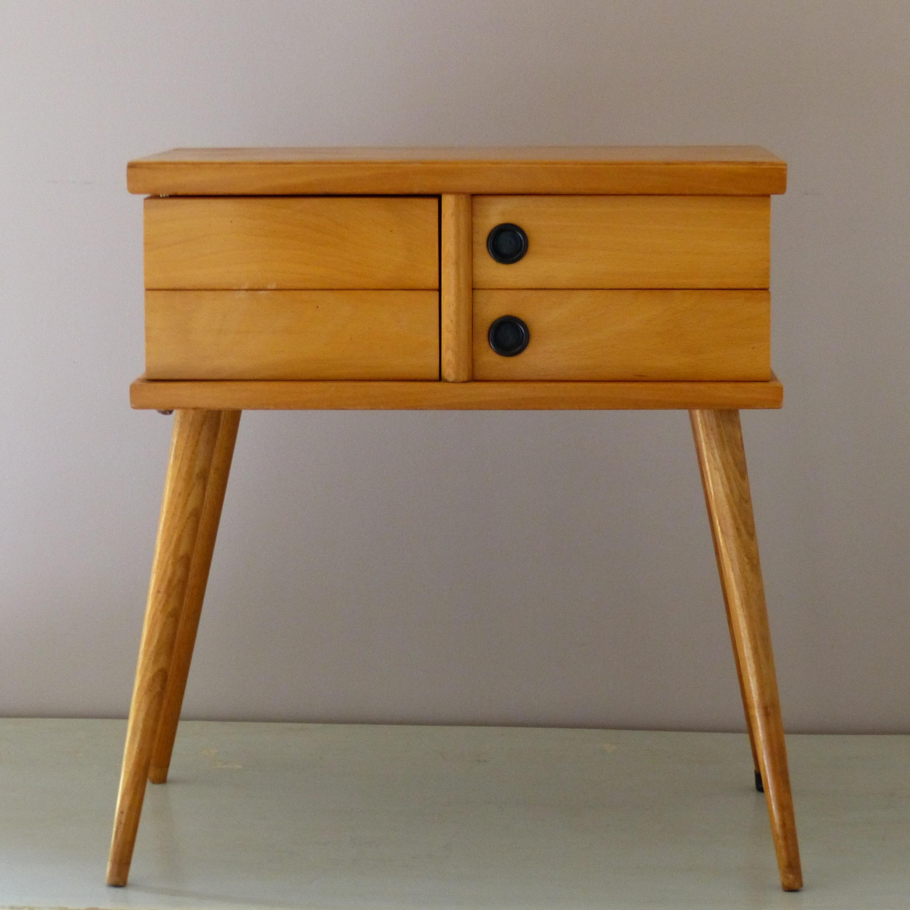 travailleuse vintage lignedebrocante brocante en ligne. Black Bedroom Furniture Sets. Home Design Ideas