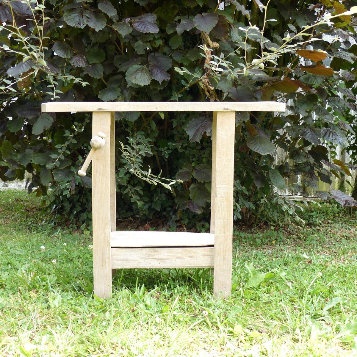 etabli en bois pour enfant lignedebrocante brocante en. Black Bedroom Furniture Sets. Home Design Ideas