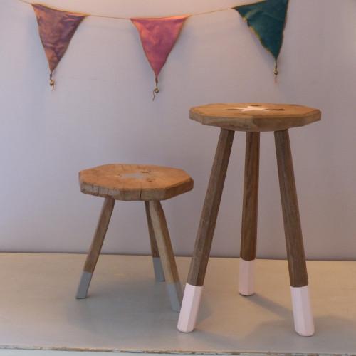 Paire de petits tabourets tripodes en bois customisés «Victor et Jeanne»
