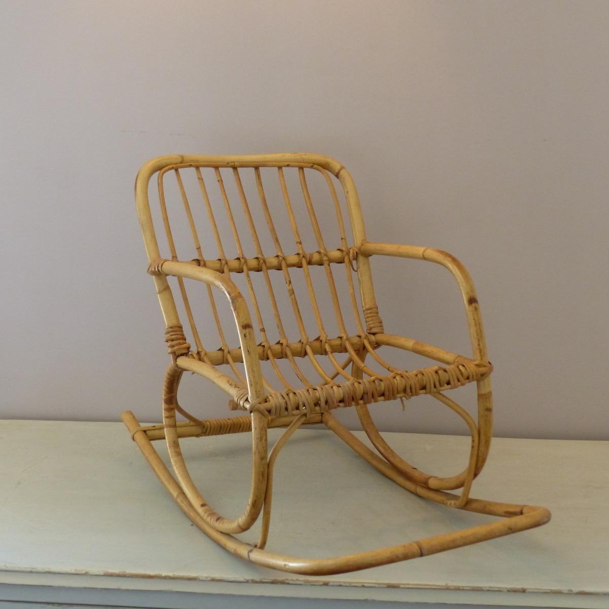 rocking chair pour enfant en rotin lignedebrocante brocante en ligne chine pour vous meubles. Black Bedroom Furniture Sets. Home Design Ideas