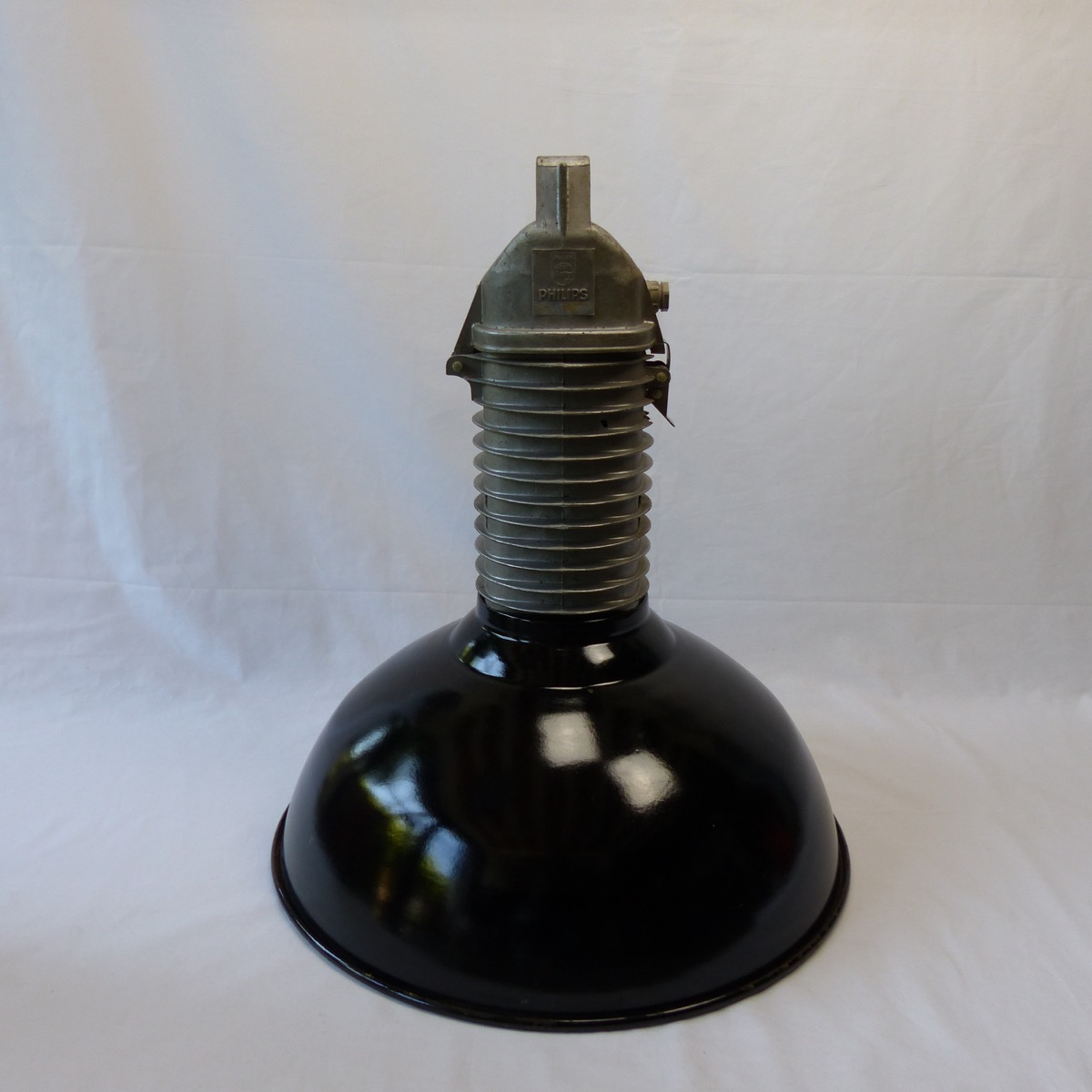 suspension industrielle maill e philips lignedebrocante brocante en ligne chine pour vous. Black Bedroom Furniture Sets. Home Design Ideas